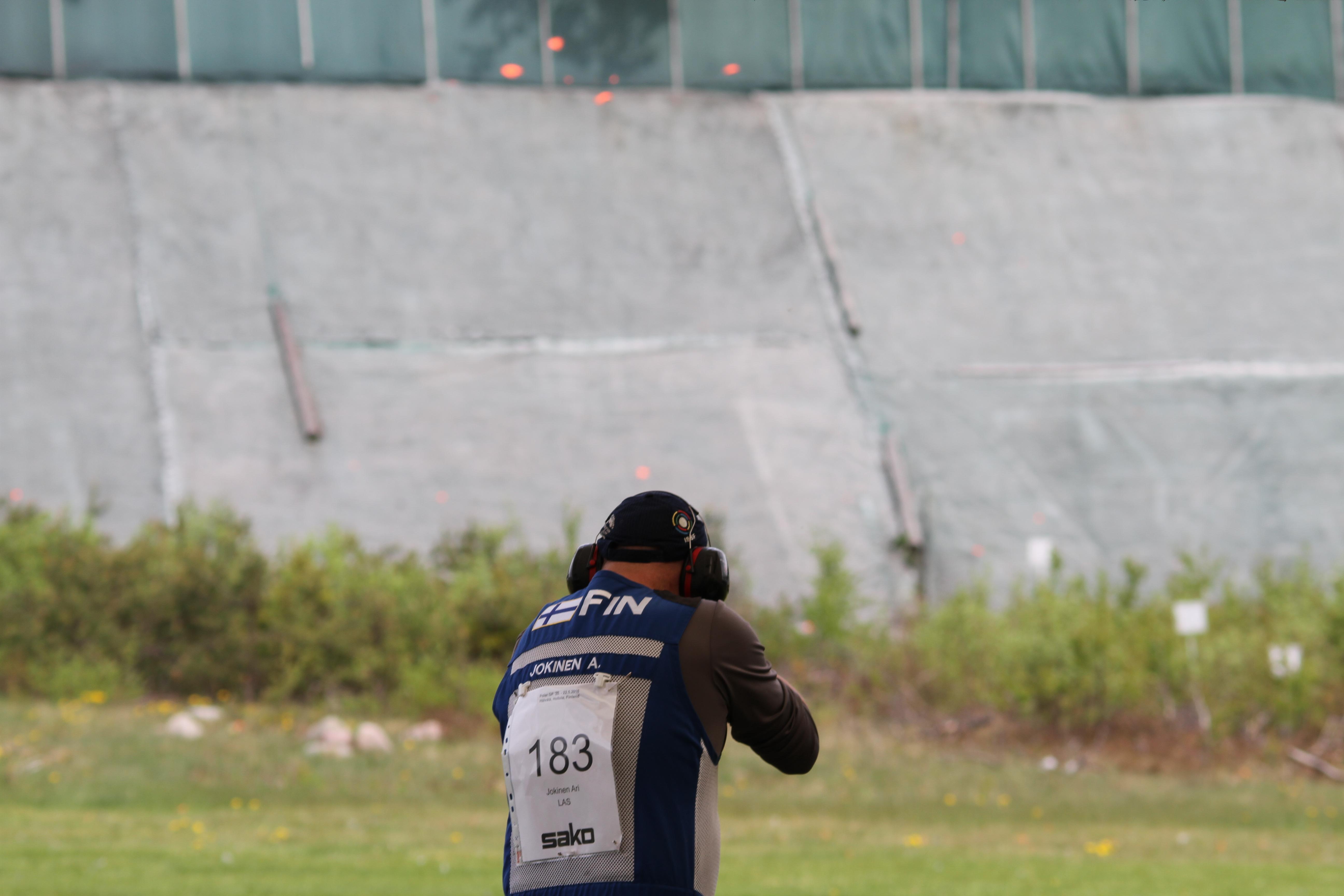 Trap-ampuja Ari Jokinen Hollolan Hälvälän radalla. Kuva: Lassi Palo