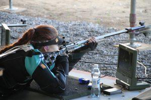 Henna Villjanen (PAS) pienoiskiväärin makuuasennon kilpailussa EM-Tallinnassa kesäkuussa. Kuva: Lassi Palo
