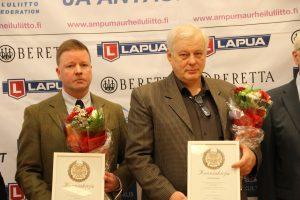 Ympäristötekopalkinnon saajat Ville Maijanen (vas.) ja Pauli Harjula.
