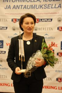 Pia Nybäck sai SAL:n Kultaisen viirin nro 37.